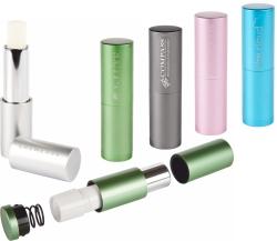 Die Lippenpflegestifte gibt es auch in edlen Metall-Varianten.