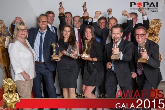 Kunden und Mitarbeiter der STI Group freuen sich über die Auszeichnungen.