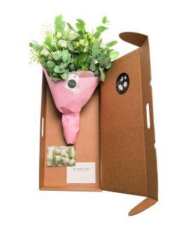 Die Blumen werden in eigens designten Kartonagen verschickt, denen Firmen auch individuelle Kommunikationsmittel beilegen können.
