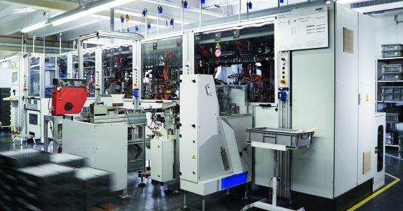 Der vollautomatische Zusammenbau der Qualitätsschreibgeräte lohnt sich vor allem bei hohen Stückzahlen und garantiert die Wettbewerbsfähigkeit des Unternehmens.