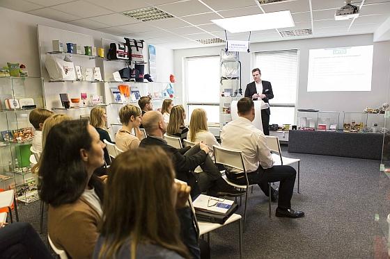 Alexander Ullmann stellte die uma Schreibgeräte GmbH vor und zeigte die Vielfalt der Veredelungsmöglichkeiten für Schreibgeräte auf.