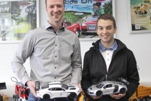 Jamara-Inhaber Felix Natterer (l) und Rennpilot Sandro Kaibach.