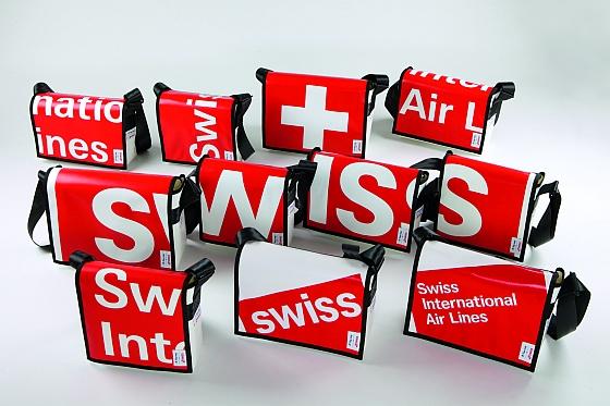 Für Swiss International Air Lines kreierte Flug zeug Umhängetaschen aus ausrangierten Werbeplanen.