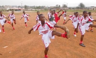 Die Fußballer des Heims bereiten sich in chocri-Teamwear auf ein Spiel vor.