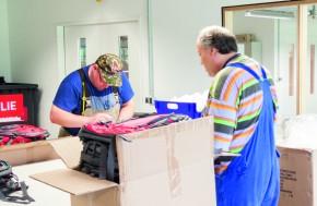 In der Arbeitsvorbereitung bei Halfar gibt es vier inklusive Arbeitsplätze für Menschen mit Behinderungen