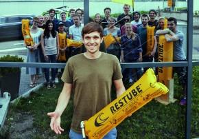 ^Rund 20 Mitarbeiter umfasst das Team von Restube-Geschäftsführer Christopher Fuhrhop.