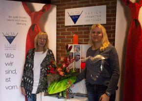 Auf 15 Jahre Betriebszugehörigkeit bei Alta Seta blicken Karin Segner (l) und Claudia Taubenheim zurück.