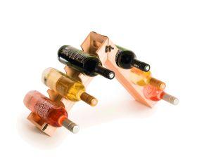 Im Sortiment von Römer Präsente finden sich u.a. besondere Weinverpackungen des Designers Tom Schouten, die nach dem Upcycling- Prinzip ein zweites Leben als Weinregal oder Tablett führen.
