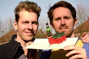 bottle 2 - Diese Klappkarten: Kunstwerke aus feinem Papier