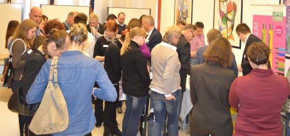 Reges Interesse und Informationsaustausch bei der Produktausstellung.