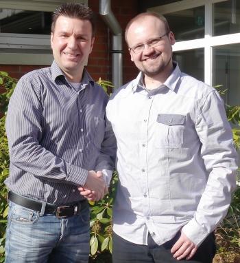 Matthias Kluczinski (l), CEO von eurolaser, und Mariusz Deptuch, Area Sales Manager Polen, bei der Eröffnung von eurolaser Polen.