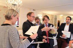 Die Jury des Promotional Gift Award 2015 bei der Arbeit.