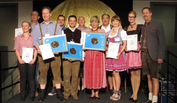 Die beiden Eidex-Geschäftsführer Patrick Haendly (1.v.r.) und Thomas Gottschall (4.v.r.) übergaben die Gewinnerurkunden an die neun Preisträger.