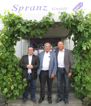 V.l.: Verkaufsleiter Kevin Frantz mit den geschäftsführenden Gesellschaftern Reinhardt und Lorne Spranz.