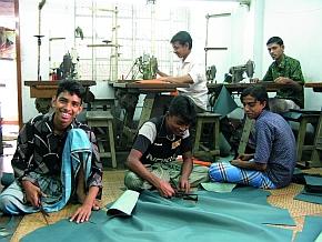 tuyu arbeitet u.a. mit einer Lederwerkstatt in Bangladesch zusammen.