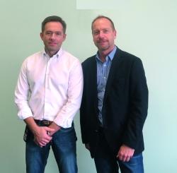 Marek Flaszak, Fabrikdirektor von PF Logo Express (l), mit Peter Stelter, Country Manager D-A-CH bei PF Concept.