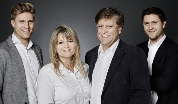 Seit 20 Jahren im Werbeartikel-Geschäft: Erwin Lang (2.v.r.) mit seiner Familie.