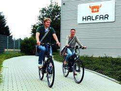 Mitarbeiter beim Taschenspezialist Halfar nutzen Fahrräder und E-Bikes für den Weg zur Arbeit – die JobRad-Initiative macht's möglich.