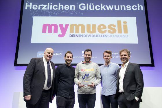 V.l.: Prof. Dr. Ralf E. Strauß (Präsident Deutscher Marketing Verband), Daniel Setzermann (Director Marketing mymuesli), Max Wittrock und Hubertus Bessau (Mitgründer mymuesli), Godo Röben (Geschäftsleiter Marketing Rügenwalder Mühle).