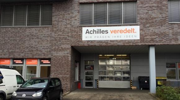 Achilles veredelt: Umzug und Personalwechsel