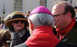in Medias: Tücher für Papstbesuch