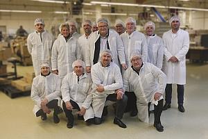 Landtagsabgeordnete blurred - Besuch der CSU bei Magna sweets