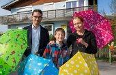 doppler: Schirmspende für Kinderhilfseinrichtungen