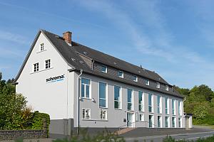 2010 Firmengebäude HiRes - schrema: 30-jähriges Jubiläum