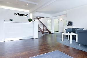 2016 Firmengebäude Eingang - schrema: 30-jähriges Jubiläum